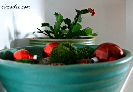 Christmas vignette: vintage aqua mixing bowl collection