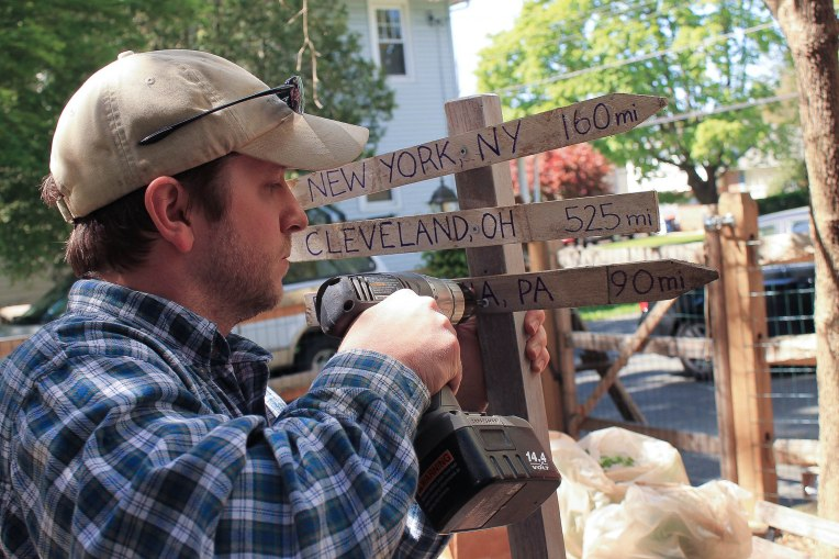 How to DIY a wedding trailhead