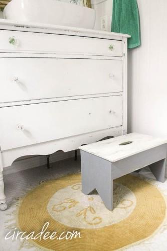 vintage chenille rug in cottage bathroom