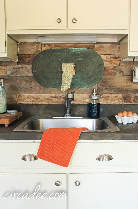 Elegant Kitchen With DIY Pallet Backsplash Nice Design