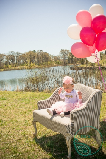 vintage french settee balloons for a 1st birthday photoshoot-8214