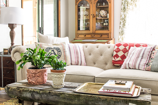 farmhouse white chesterfield living room-495