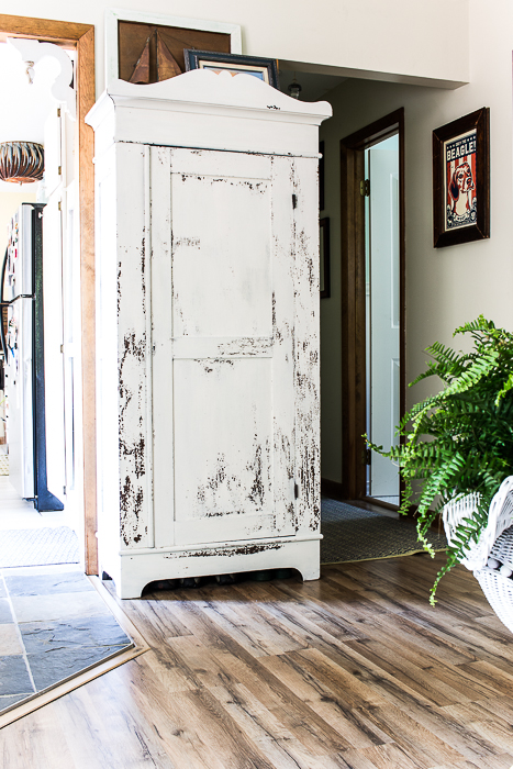 farmhouse white @mmsmp antique cabinet-521